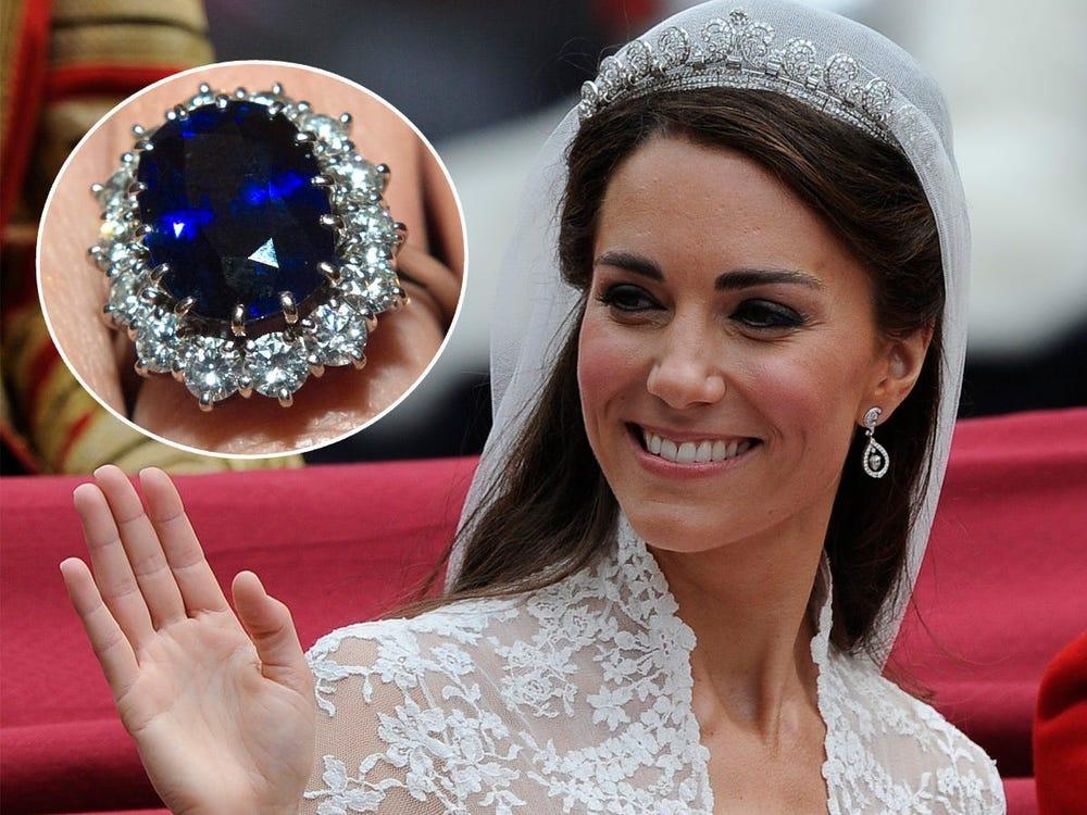 L'anello di fidanzamento. Credits: Paul Hackett/Reuters and Pool New/Reuters di Kate Middleton.